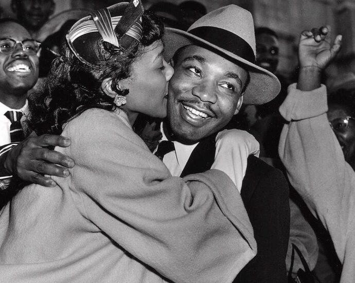Coretta kissing dr king