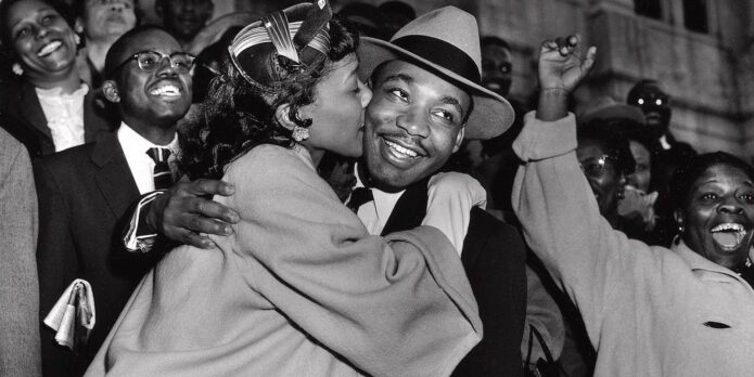 Coretta kissing dr king